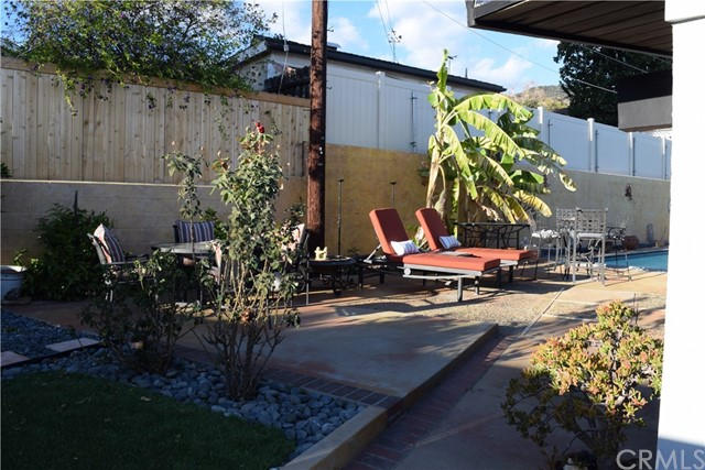 409 Hill Street, Monrovia CA: http://media.crmls.org/medias/a2f388c3-3a61-4a59-af27-a445d7cf8318.jpg