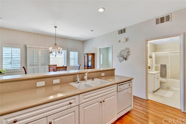 17772 Independence Lane, Fountain Valley CA: http://media.crmls.org/medias/a31baf52-d08f-494c-b095-7e22f1f16a27.jpg