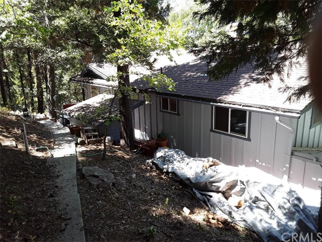 731 Bergschrund Drive, Crestline CA: http://media.crmls.org/medias/a31bcdf2-ec16-4ff3-9750-533ef5a98a12.jpg