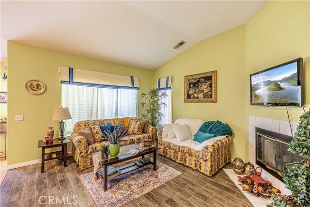 1863 W Avenue H8, Lancaster CA: http://media.crmls.org/medias/a3246e07-e45a-4c82-a820-441ab7a5319c.jpg