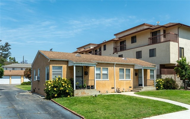 417 Irving Avenue, Glendale CA: http://media.crmls.org/medias/a3418092-8f87-4461-85a2-84dc4b682131.jpg