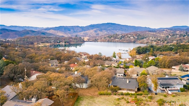 17265 Meadow View Drive, Hidden Valley Lake CA: http://media.crmls.org/medias/a343d73c-32cf-41bd-a865-e6a4665e963f.jpg