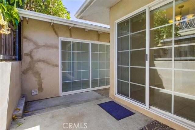130 W Lewis, San Diego CA: http://media.crmls.org/medias/a34456bf-bcba-4c2b-8f87-8c0617d52fbf.jpg