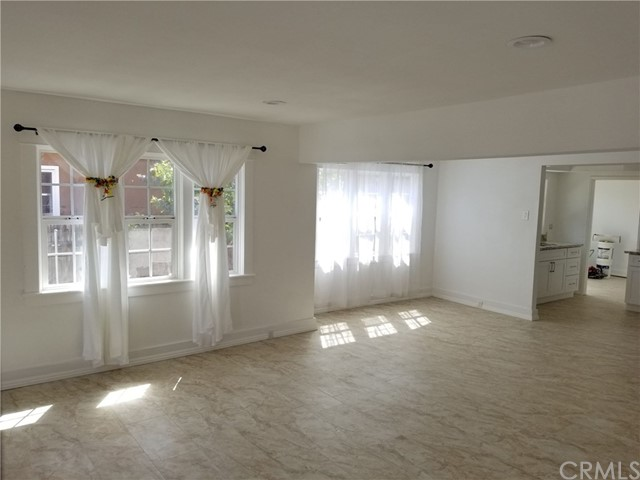 1818 E 10th Street, Long Beach CA: http://media.crmls.org/medias/a3f13918-5b85-4ea9-9569-6df974c73bb6.jpg