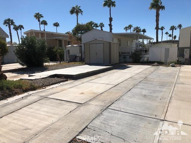 84250 Indio Springs Drive, Indio CA: http://media.crmls.org/medias/a3ff7994-38e9-42a2-a829-53238da41c88.jpg