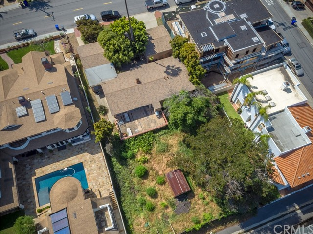 Single Family Home for Sale at 1020 Pacific Avenue Manhattan Beach, California 90266 United States