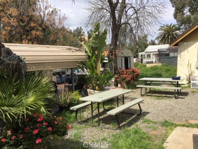 6837 Lomita Street, Riverside CA: http://media.crmls.org/medias/a43bf8dd-e173-41df-9476-30d507e95cee.jpg