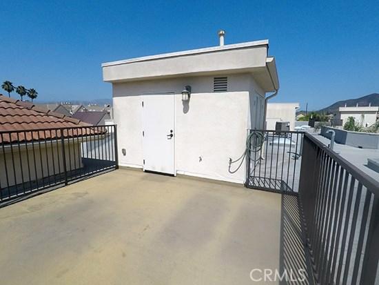 10640 WOODBRIDGE Street Unit PH4 Toluca Lake, CA 91602 - MLS #: SB18187830