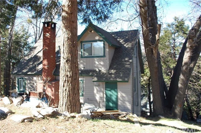 Casa Unifamiliar por un Venta en 29184 Lake Brook Avenue Cedar Glen, California 92321 Estados Unidos