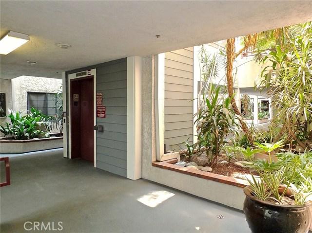 730 W 4th Street, Long Beach CA: http://media.crmls.org/medias/a48ffadd-e81e-440f-a689-7ad70692bdc4.jpg