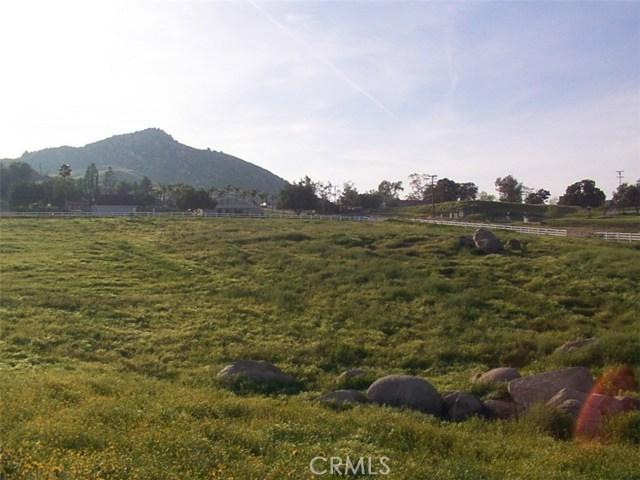 9229 Box Springs Mountain Road, Moreno Valley CA: http://media.crmls.org/medias/a4977ebe-6d85-4f4e-b1d8-24318cd4a070.jpg
