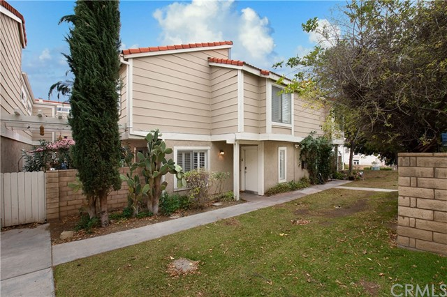 Photo of 31311 The Old Road #B, Castaic, CA 91384