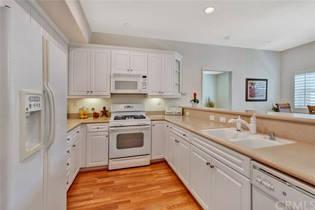 17772 Independence Lane, Fountain Valley CA: http://media.crmls.org/medias/a4a3f8dc-6e6f-4c09-a46d-3358227a5e1e.jpg