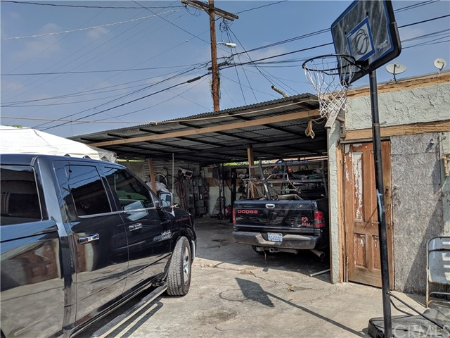 837 W 57th Street, Los Angeles CA: http://media.crmls.org/medias/a4b626bd-eced-4bb4-8355-dcf605ec2e9c.jpg