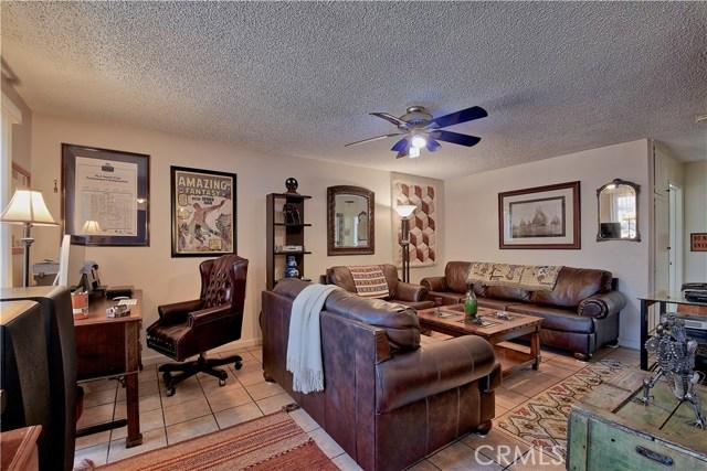 2077 Wallace Avenue, Costa Mesa CA: http://media.crmls.org/medias/a4bd5a0b-4f86-4919-b166-efd0f5b1dedd.jpg