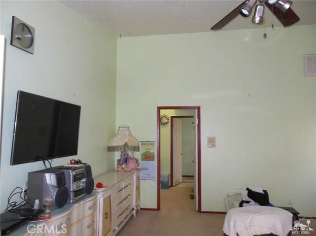 30480 Travis Ave, Cathedral City CA: http://media.crmls.org/medias/a4ca1049-579b-44cd-af99-4b986934d8bf.jpg