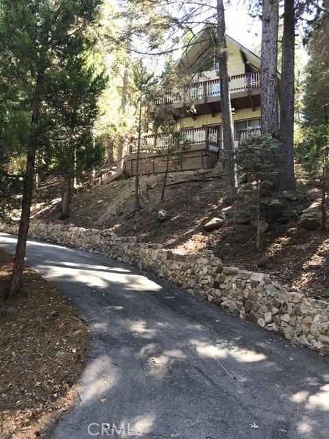 875 Brentwood Drive, Lake Arrowhead CA: http://media.crmls.org/medias/a4ec63cb-2dfb-4d54-9881-7e4b61a6a12d.jpg