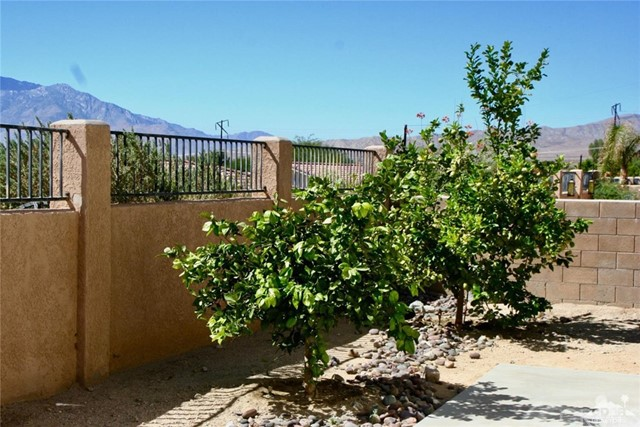 65119 South Cliff Circle, Desert Hot Springs CA: http://media.crmls.org/medias/a59b93de-8ddd-42ce-bf6e-f4ed9d35151d.jpg