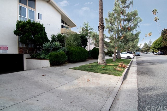 1122 9th St, Santa Monica CA: http://media.crmls.org/medias/a5a2d226-6149-49c3-ab99-b0a55fb38fd9.jpg