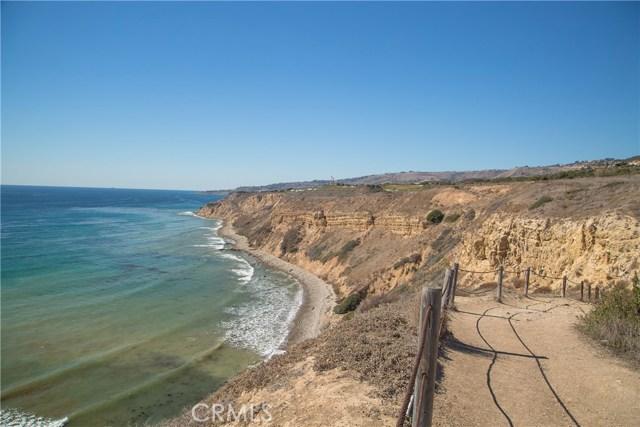 3200 La Rotonda Drive, Rancho Palos Verdes CA: http://media.crmls.org/medias/a5bce647-4a06-41ed-8e54-de43fe62c58f.jpg