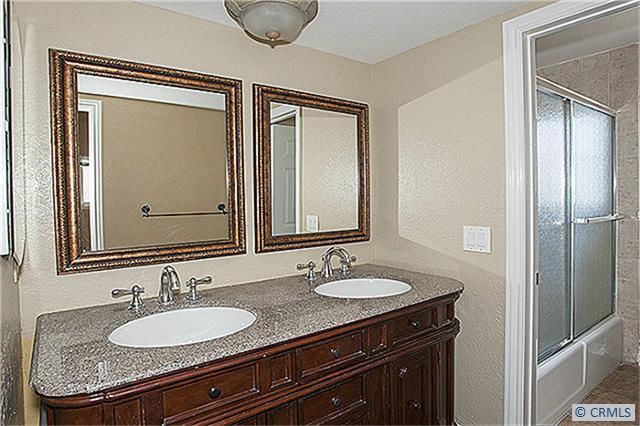 517 W BAY Avenue, Newport Beach CA: http://media.crmls.org/medias/a5ccde68-6793-41ae-840b-6d5b96abb6e7.jpg