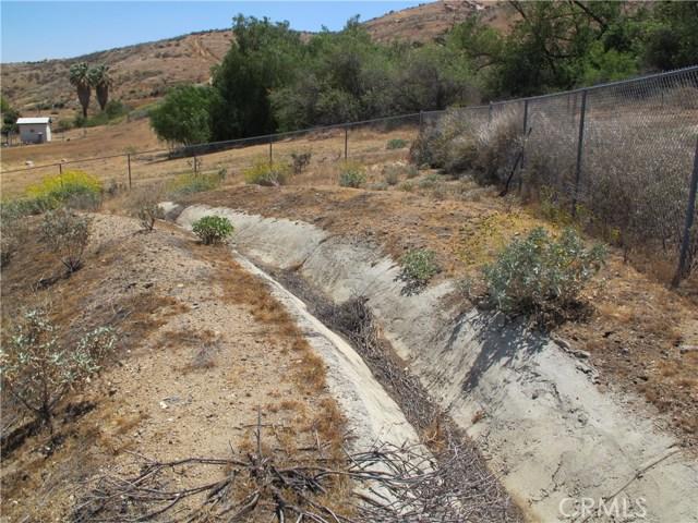 11275 Eagle Rock Road, Moreno Valley CA: http://media.crmls.org/medias/a5decb52-d525-471f-a791-10f4aaf018f5.jpg