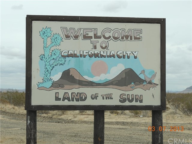 1 Elk Court, California City CA: http://media.crmls.org/medias/a5eddf95-c871-4a03-8394-96e7f92e9924.jpg