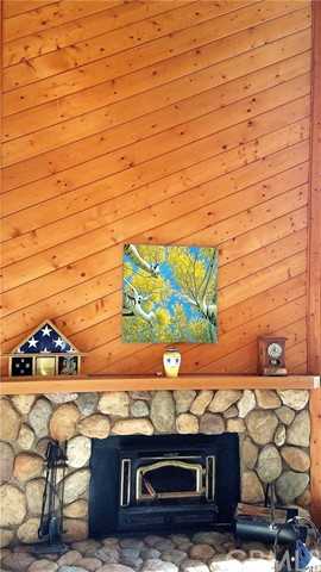 238 Shasta Drive, Lake Arrowhead CA: http://media.crmls.org/medias/a5f68690-e432-42f8-9fbe-3f1c982fcd6b.jpg