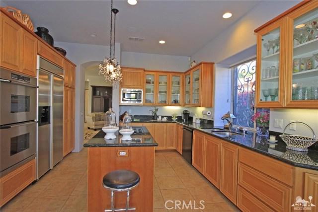 104 Loch Lomond Road, Rancho Mirage CA: http://media.crmls.org/medias/a5f6c035-44a8-48fb-bba7-685cf1f1a515.jpg
