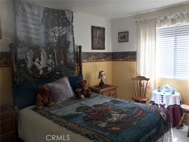 1068 Cherokee Street, Fawnskin CA: http://media.crmls.org/medias/a5f74c57-fe4c-4377-9b88-fbf7a106af80.jpg