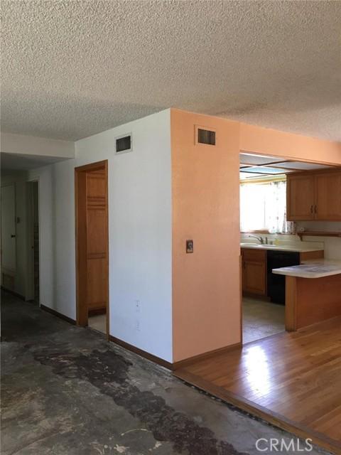 20625 Harvest Avenue, Lakewood CA: http://media.crmls.org/medias/a6068d55-1337-49f3-b9ea-49386b17ed18.jpg