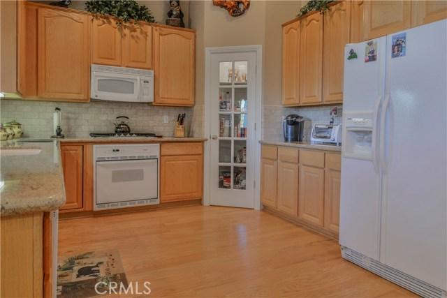 27505 North Bay Road, Lake Arrowhead CA: http://media.crmls.org/medias/a634ff52-b328-4d16-b821-b83401a1a1b3.jpg