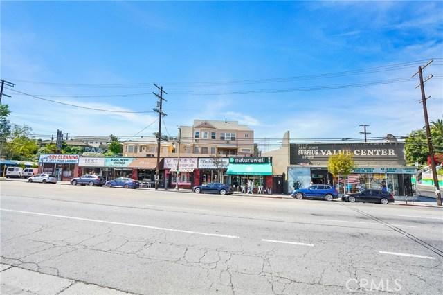 1042 Hyperion Avenue, Los Angeles CA: http://media.crmls.org/medias/a643c2f0-5982-412a-a7ff-53e17b4f9cda.jpg