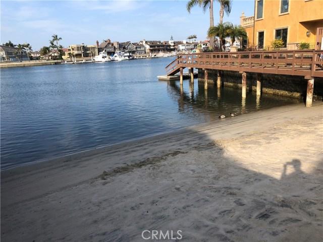 3231 Francois Drive, Huntington Beach CA: http://media.crmls.org/medias/a64ea726-aa45-43f1-98f9-1dda9a13dd46.jpg