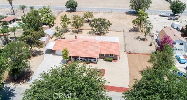 1584 Clydesdale Court, Hemet CA: http://media.crmls.org/medias/a66d681f-ca0b-4d08-bdf5-85151adba90e.jpg