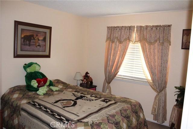 729 W Pomona Street, Bloomington CA: http://media.crmls.org/medias/a6869d46-5587-4f68-9338-a451a520128e.jpg