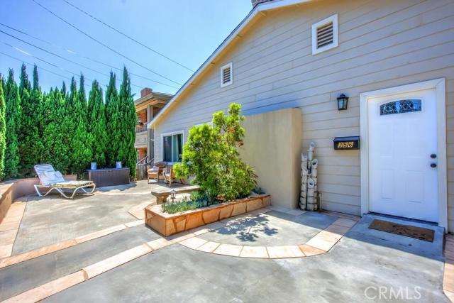 352 Thalia Street Laguna Beach, CA 92651 is listed for sale as MLS Listing CV15159969