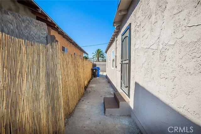 1622 E 40th Place, Los Angeles CA: http://media.crmls.org/medias/a6c48a99-d962-4f4d-8c01-bed42f686099.jpg