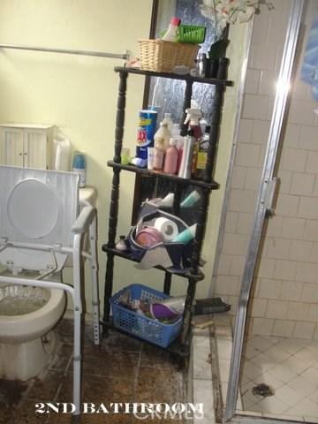 698 N Vista Avenue, Rialto CA: http://media.crmls.org/medias/a6c4d3f3-d8bd-4232-a636-7bb590dc6b5a.jpg