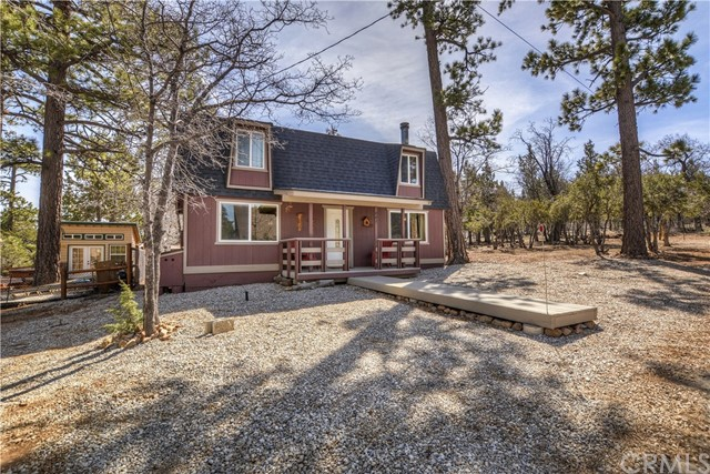 Single Family Home for Sale at 887 Orange Avenue Sugarloaf, California 92386 United States