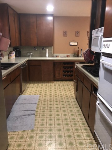 19828 Red Feather Road, Apple Valley CA: http://media.crmls.org/medias/a6da861e-9c49-46b3-9d35-c55f98d626dd.jpg