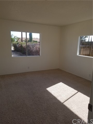 21236 Minnetonka Road, Apple Valley CA: http://media.crmls.org/medias/a6f35fd1-14df-43e2-9a1d-1b94eaeb30bd.jpg