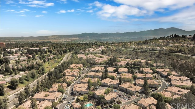 87 Waxwing Lane, Aliso Viejo CA: http://media.crmls.org/medias/a6fbade3-f169-4e2b-9b91-b02826ae0b4b.jpg