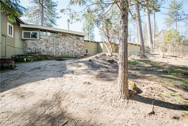 40370 Road 222, Bass Lake CA: http://media.crmls.org/medias/a7305501-7b32-4426-9dfa-be4d57cd2ff5.jpg