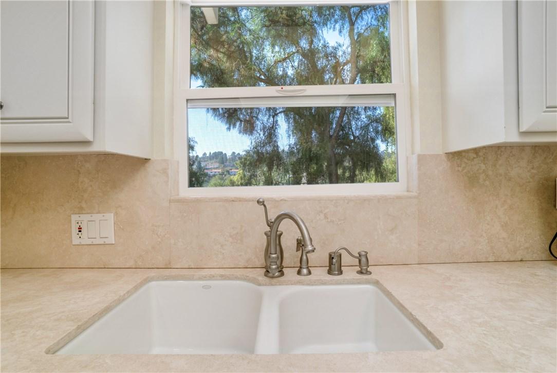 18 Ranchview Road, Rolling Hills Estates CA: http://media.crmls.org/medias/a753f861-c3a2-44cd-9f70-5fa25f877994.jpg