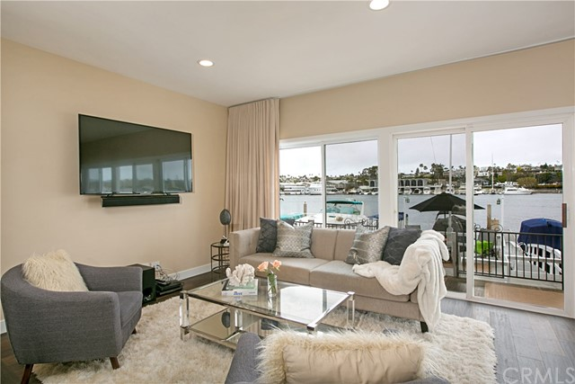 208 Via Lido Nord, Newport Beach CA: http://media.crmls.org/medias/a75793a4-a20c-4669-916e-3e170f517689.jpg