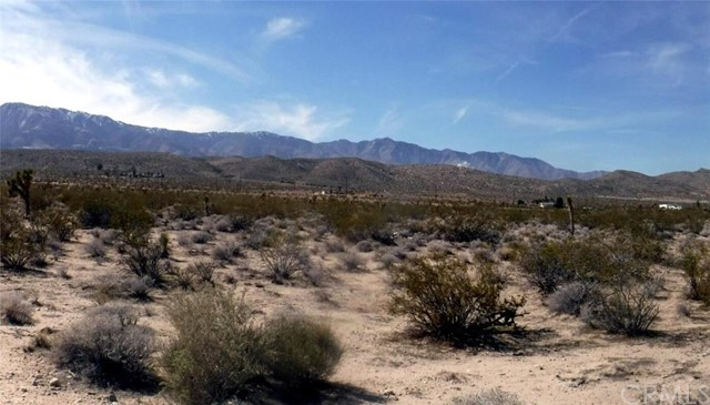 Additional photo for property listing at 8400 Visalia Avenue  Lucerne Valley, California 92356 United States