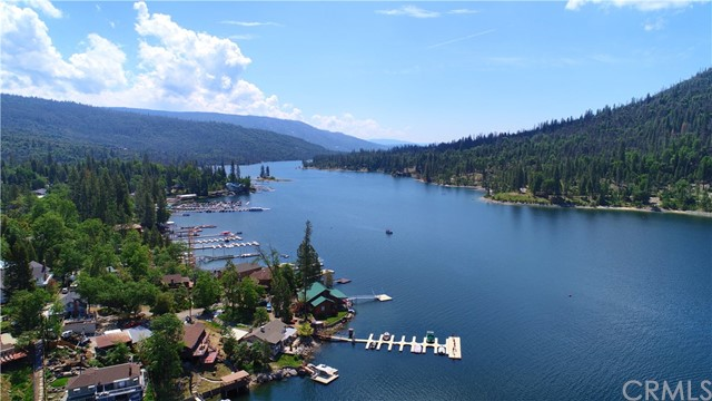 39339 Blue Jay Drive, Bass Lake CA: http://media.crmls.org/medias/a7706814-ae2c-4028-8e6d-2aecfa86371a.jpg