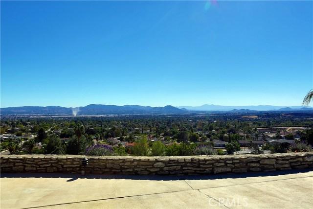 2351 Willow Drive, San Bernardino CA: http://media.crmls.org/medias/a7808726-ffc2-43b1-87e0-75423af12619.jpg