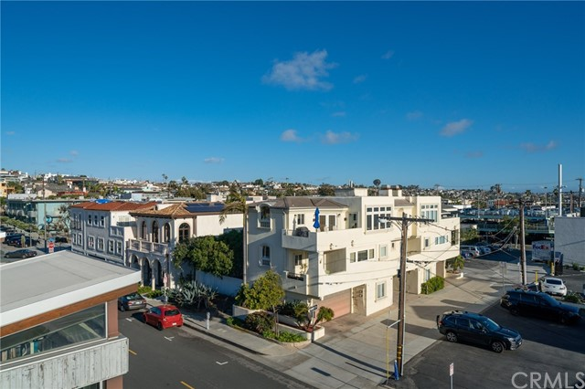 1300 Highland Avenue, Manhattan Beach CA: http://media.crmls.org/medias/a7adb017-1d02-4b34-add1-79e6a7d34ab5.jpg